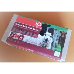 Lick Block IO Hobby Farm  2kg - Suitable for all Beef and Dairy Cattle, Horses, Sheep and Goats